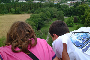 Blarney-Castle-kids-looking-over