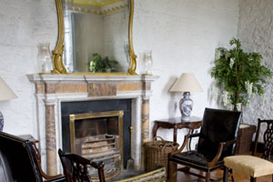 Knappogue-Castle-interior-drawing-room
