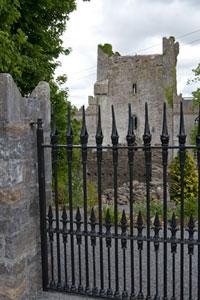 Leap-Castle-gate