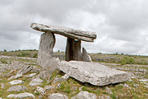 Poulnabrone-tomb