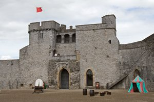 King-Johns-castle-ireland-courtyard